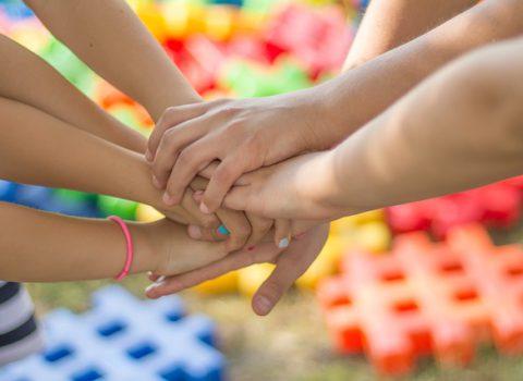 Teamteaching: beweegredenen, randvoorwaarden en implicaties voor leerlingen, leraren en hun school.