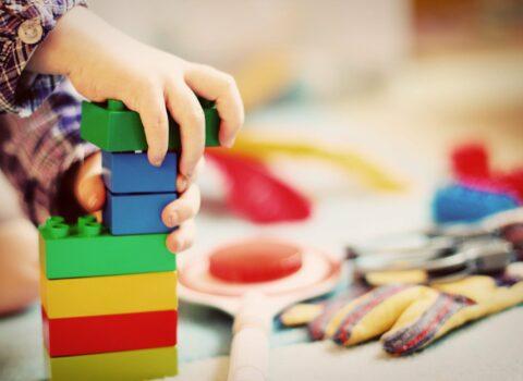Hoe basisscholen werken aan gelijke onderwijskansen na het nieuwe omkaderingssysteem (2012)