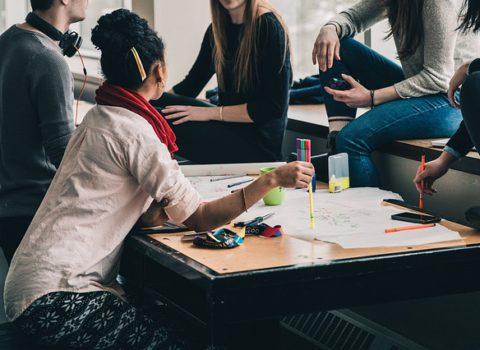 Deeltijds beroepsgericht onderwijs en de overgang van school naar werk: een dynamische analyse.